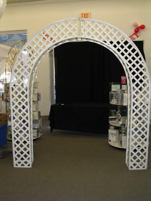 Where to find White Lattice Frame Style Arch in Iowa City